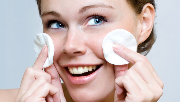 Treat Acne & Pimples with 20 Easy Home Remedies!